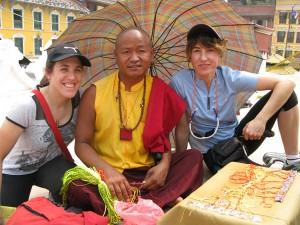 Las chicas con el lama (Boudanath)