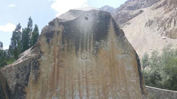 Un Buda de piedra en Skardu