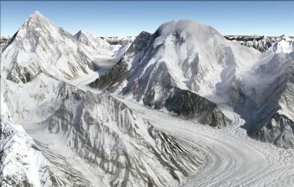 Broad Peak, con el K2 al fondo